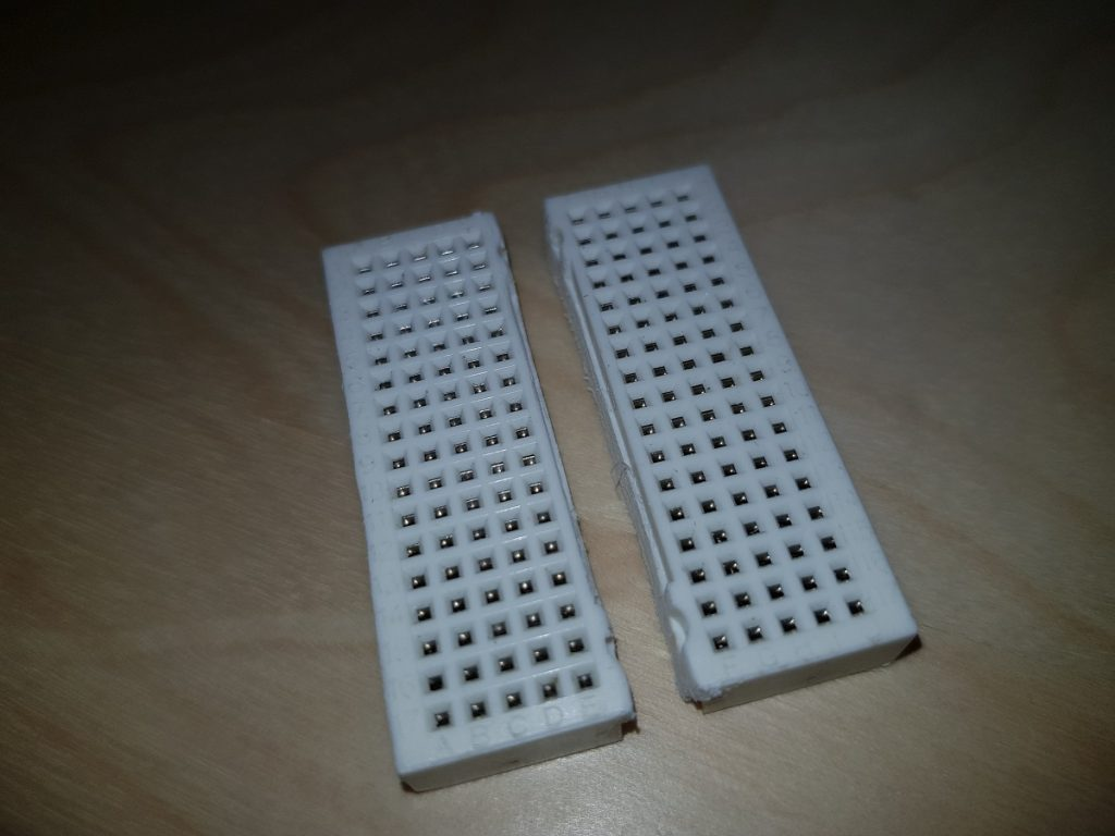 Splitted breadboard